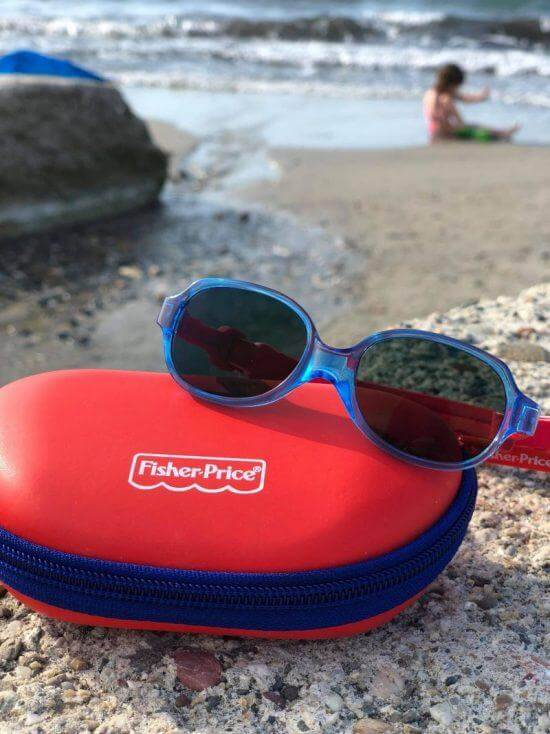 """Czy """"dziecięce okulary przeciwsłoneczne"""" to tylko moda, czy też dzieci naprawdę potrzebują okularów przeciwsłonecznych?"""