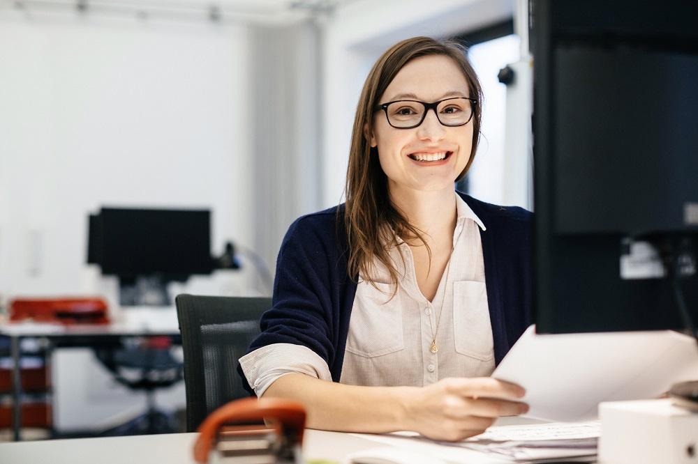 Proste zasady, które pozwolą zadbać o wzrok podczas pracy przy komputerze